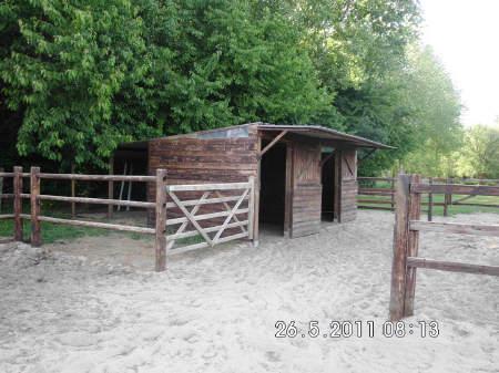 Paardenstallen buiten for Huis paardenstallen te koop